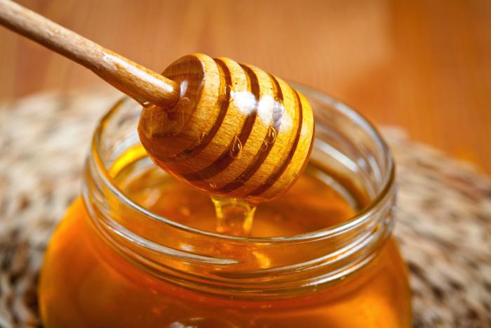 Dưỡng ẩm cho tóc bằng mật ong và những điều bạn nên biết
